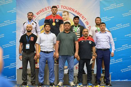 ВДагестане стартовал турнир повольной борьбе памяти Али Алиева