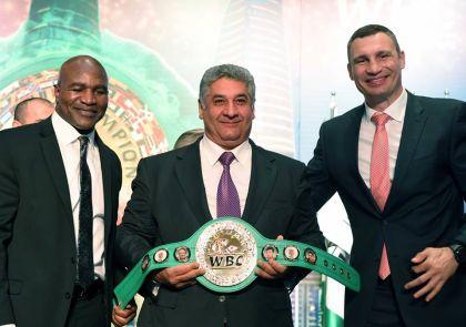 Головкин прилетел на55-ю Конвенции WBC встолице Азербайджана